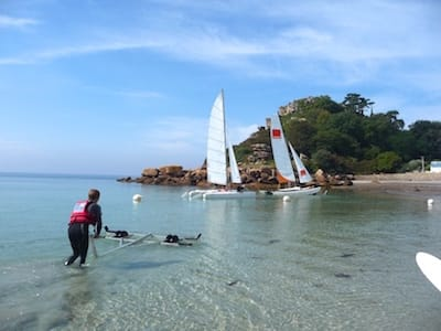 Sailing school on the beach Tresmeur